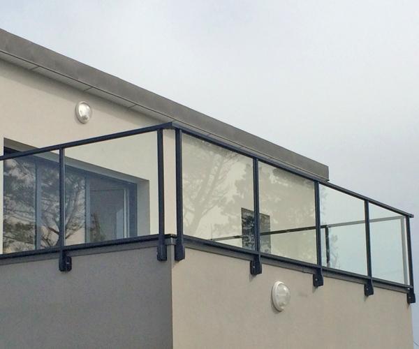 Avantages de l 39 aluminium pour vos garde corps for Garde corps balcon design